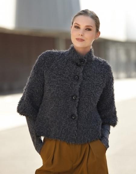 Короткое пальто из пряжи Katia Eskimo