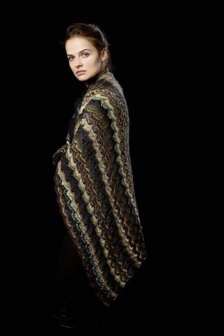 Женский платок из пряжи Lang Yarns Viva