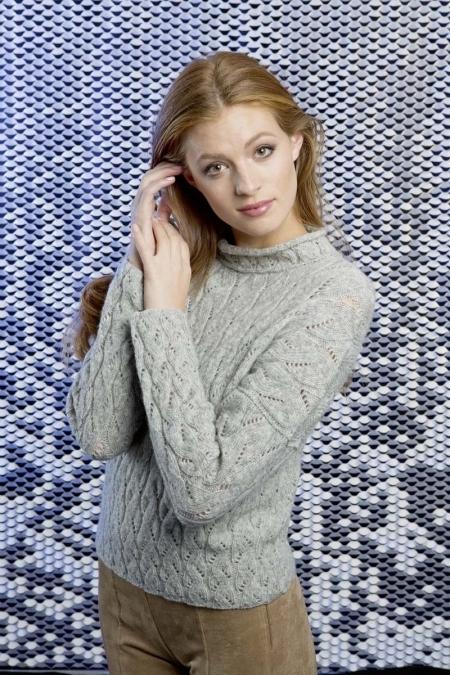 Серый свитер из пряжи Lang Yarns Nova