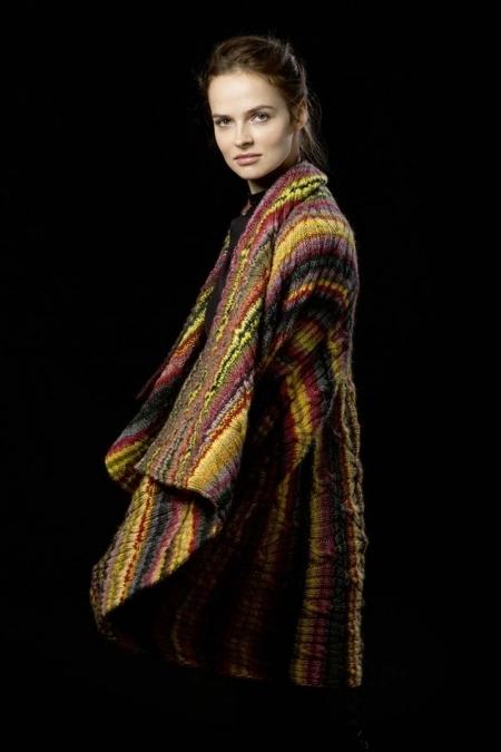 Осенняя цветная накидка - свитер из пряжи Lang Yarns Viva