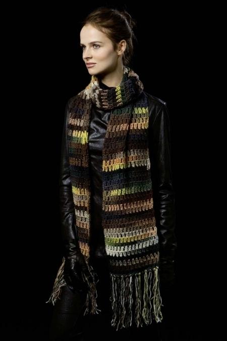 Хаки-шарф из пряжи Lang Yarns Viva